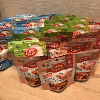 ネスレ(Nestle)の★訳あり★キットカット ナッツ&クランベリー 3種30袋(菓子/デザート)