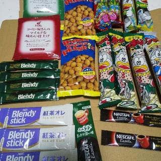 ネスレ(Nestle)の【未開封】 お菓子とスティックコーヒーなどの詰め合わせ 22点(菓子/デザート)