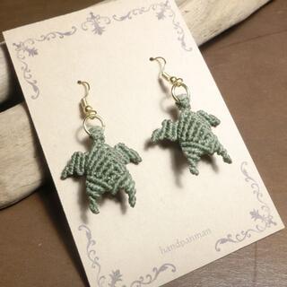 石を抱いた ウミガメ マクラメ ピアス TL-GT 海亀 ターコイズ(ピアス)