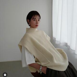 ステュディオス(STUDIOUS)のCLANE square sleeve knit vest ホワイト 1(ベスト/ジレ)