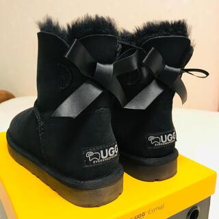 UGG - UGG ムートンブーツ ショートブーツ リボン 黒 ブラック