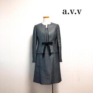 アーヴェヴェ(a.v.v)のa.v.v セレモニースーツ ノーカラージャケット ワンピース ラメ グレー(スーツ)