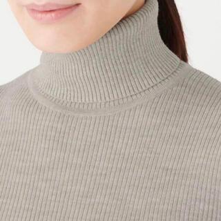 MUJI (無印良品) - 新品・首のチクチクをおさえた 洗えるタートルネックセーター婦人Mオートミール