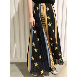 MILKFED. - MILKFED. STAR PRINT PLEATED SKIRT