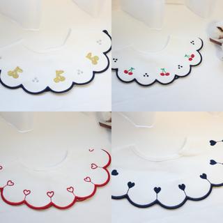 プチバトー(PETIT BATEAU)のスカラップ刺繍スタイ よだれかけ 赤ちゃん用 ベビー用品 お祝い マールマール風(ベビースタイ/よだれかけ)