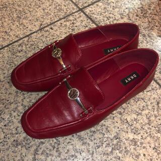 ダナキャランニューヨーク(DKNY)の❤️DKNY 合皮ローファー レッド❤️(ローファー/革靴)