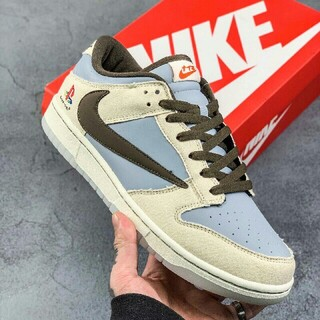 トラヴィス?スコット×Playstation×Nike SB Dunk Low