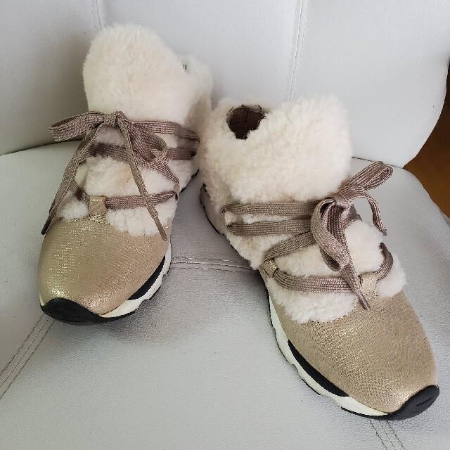 cavacava(サヴァサヴァ)のサヴァサヴァcava cava ファー付きスニーカー Lサイズ レディースの靴/シューズ(スニーカー)の商品写真