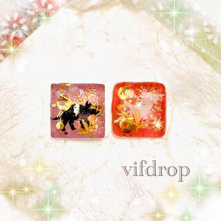 雪花と恐竜和柄のクリアピンク2色ガラスタイルピアス イヤリング(ピアス)
