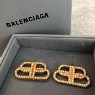バレンシアガ(Balenciaga)のバレンシアガ  ロゴ ピアス パール(ピアス)