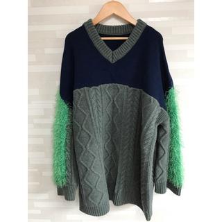 パメオポーズ(PAMEO POSE)のSwitching V-neck Sweater(ニット/セーター)