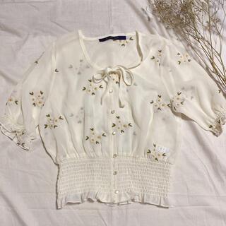 フィント(F i.n.t)のマーガレット刺繍ブラウス(シャツ/ブラウス(半袖/袖なし))