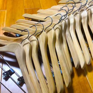 ニトリ(ニトリ)の木製ハンガークリップ付き17本セット(押し入れ収納/ハンガー)