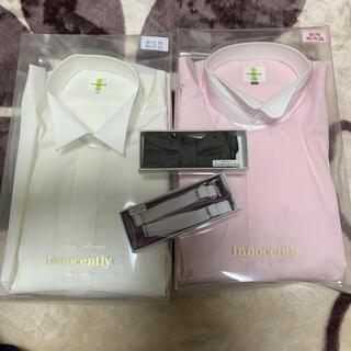 ファミリア(familiar)の新郎シャツ2着、蝶ネクタイ(濃い緑)、袖の調節、箱入り出品(シャツ)