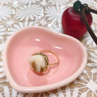 白 ベージュ マーブル 指輪 22号(リング(指輪))