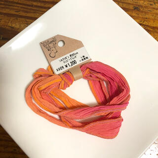 キワセイサクジョ(貴和製作所)の貴和製作所 シルクリボン マンゴーブレンド 約85cm(生地/糸)