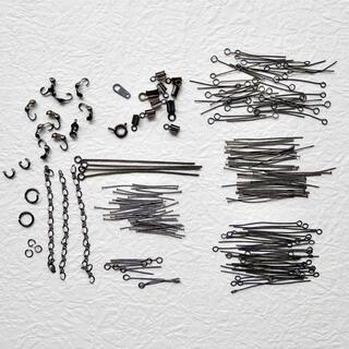 キワセイサクジョ(貴和製作所)のTピン/9ピン/丸カン/チェーン 黒 13種金具アソート(各種パーツ)