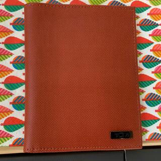 トゥミ(TUMI)のTUMI パスポートケース レザー 革製 茶色(その他)