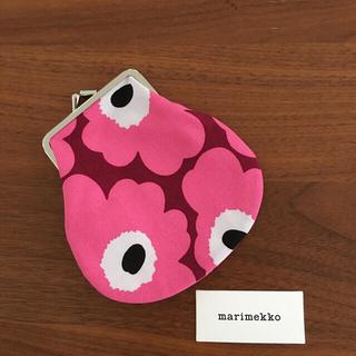 マリメッコ(marimekko)の☆新品☆マリメッコがま口ポーチ ダークレッド×ピンク(ポーチ)