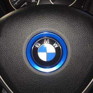 ビーエムダブリュー(BMW)のBMW ドレスアップ!アルミ製ステアリングセンターリング ブルー 新品(車種別パーツ)
