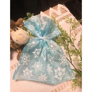 オーガンジー 巾着 ブルー 雪の結晶 ハンドメイド(カード/レター/ラッピング)