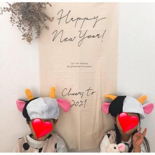 ☆お正月年賀状タペストリー☆年賀状 牛 牛年 飾りお誕生日バースデータペストリー(ファブリック)
