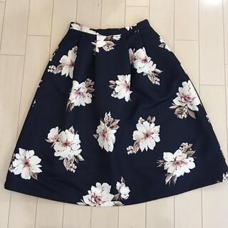 トランテアンソンドゥモード(31 Sons de mode)のトランテアン ソン ドゥ モード スカート 38 ネイビー 花柄 ふんわり(ひざ丈スカート)