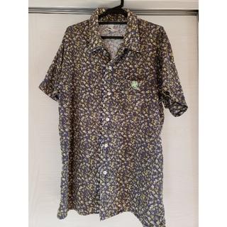 ジーディーシー(GDC)のGDC クローバー柄半袖シャツ Mサイズ(シャツ)