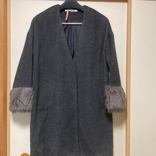 レイカズン(RayCassin)のロングノーカラーコート グレー系 フリーサイズ 袖口ファー付き(ロングコート)