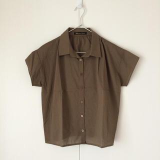 グラマラスガーデン(GLAMOROUS GARDEN)のタック入りシャツ(シャツ/ブラウス(半袖/袖なし))