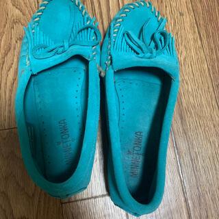 ミネトンカ(Minnetonka)のミネトンカ ブルー 24.5(ローファー/革靴)