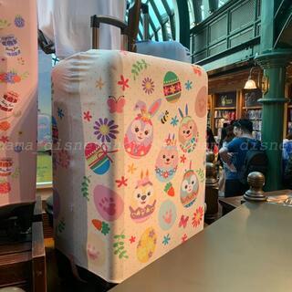 ダッフィー(ダッフィー)の香港ディズニー非売品🌟イースターダッフィーフレンズ柄 スーツケースカバー(旅行用品)