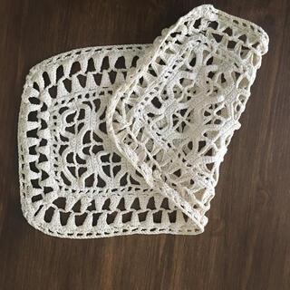 イデー(IDEE)の太めの糸で編まれたヴィンテージレースドイリー(インテリア雑貨)