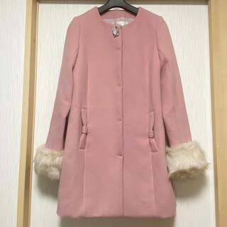 トッコ(tocco)のトッコクローゼット ビジューとファーの可愛いコート(毛皮/ファーコート)