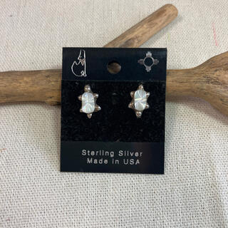 インディアン(Indian)のインディアンジュエリー ナバホ族 シェル 亀 シルバーピアス silver925(ピアス)