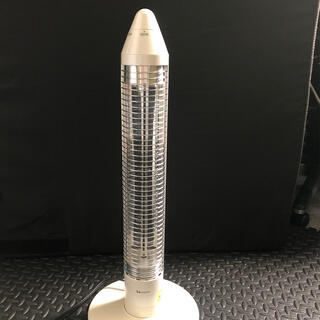 コイズミ(KOIZUMI)のKOIZUMI  遠赤電気ストーブ サクラクレパスコラボ品(電気ヒーター)