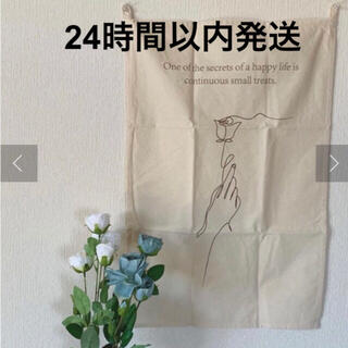 スリーコインズ(3COINS)の大人気 韓国インテリア スリーコインズ ファブリックポスター バラ(絵画/タペストリー)