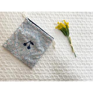 ボンポワン(Bonpoint)のhandmade アリス ブルー リバティ  巾着(外出用品)