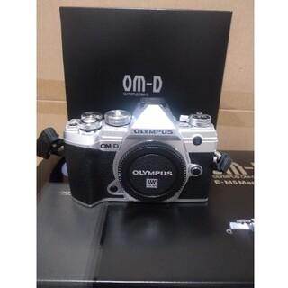 オリンパス(OLYMPUS)のオリンパスOM-D E-M5markⅢボディ超美品!(ミラーレス一眼)