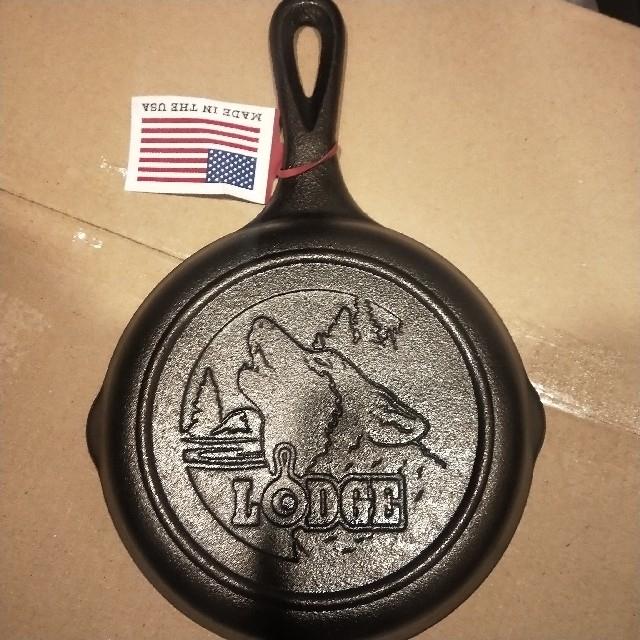 Lodge(ロッジ)のLODGE ロッジ スキレット 6-1/2インチ Wolf ウルフ スポーツ/アウトドアのアウトドア(調理器具)の商品写真