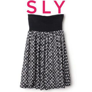 スライ(SLY)のSLY スライ【美品】ブラック×ホワイト ドット柄 ひざ丈 フレア スカート(ひざ丈スカート)