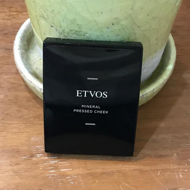 ETVOS(エトヴォス)の【ETVOS】ミネラルプレストチーク サーモンピンク コスメ/美容のベースメイク/化粧品(チーク)の商品写真