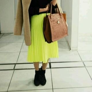 シェル(Cher)のネオンカラーのプリーツスカート(ロングスカート)