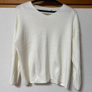 セブンデイズサンデイ(SEVENDAYS=SUNDAY)の白 ゆったりめトップス(Tシャツ(長袖/七分))