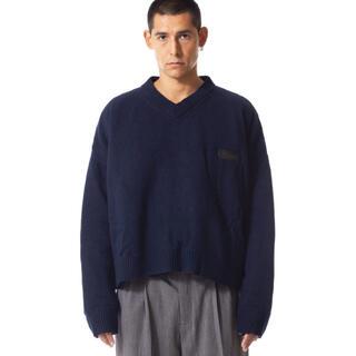 ジョンローレンスサリバン(JOHN LAWRENCE SULLIVAN)のMAGLIANO BIG PADDED V NECK BLUE(ニット/セーター)