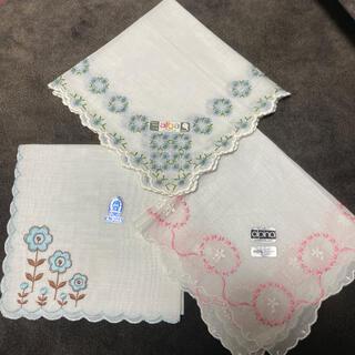アルバ(ALBA)のスイス製刺繍入りハンカチ3枚セット(ハンカチ)