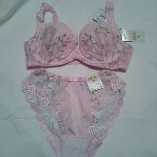 ワコール(Wacoal)のサルートの小花刺繍ブラセット ピンク(ブラ&ショーツセット)