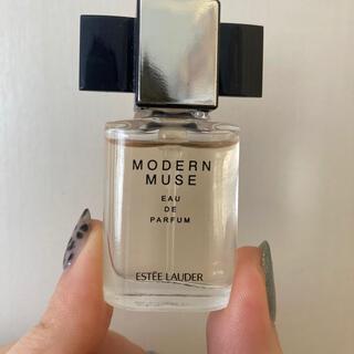エスティローダー(Estee Lauder)のエスティローダー モダンミューズ 香水(香水(女性用))