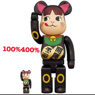 メディコムトイ(MEDICOM TOY)のBE@RBRICK 招き猫 ペコちゃん 黒メッキ 100%&400%(その他)