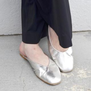 イエナ(IENA)のDEPP バブーシュサンダル(SILVER)新品・未使用品 36サイズ(ローファー/革靴)